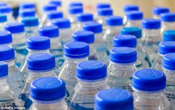 Máy đóng nắp chai nhựa
