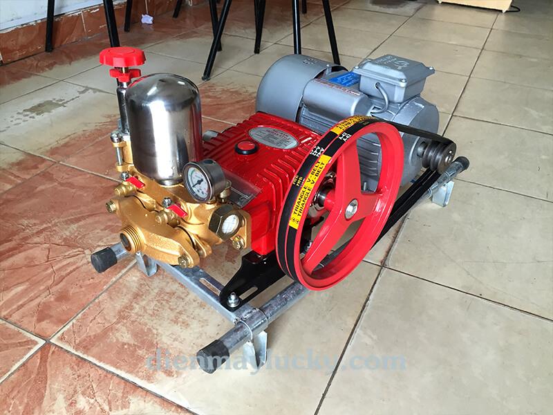 máy bơm rửa xe dây đai