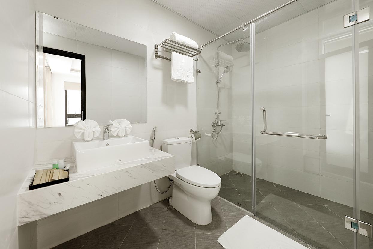 Phòng tắm sang trọng, hiện đại