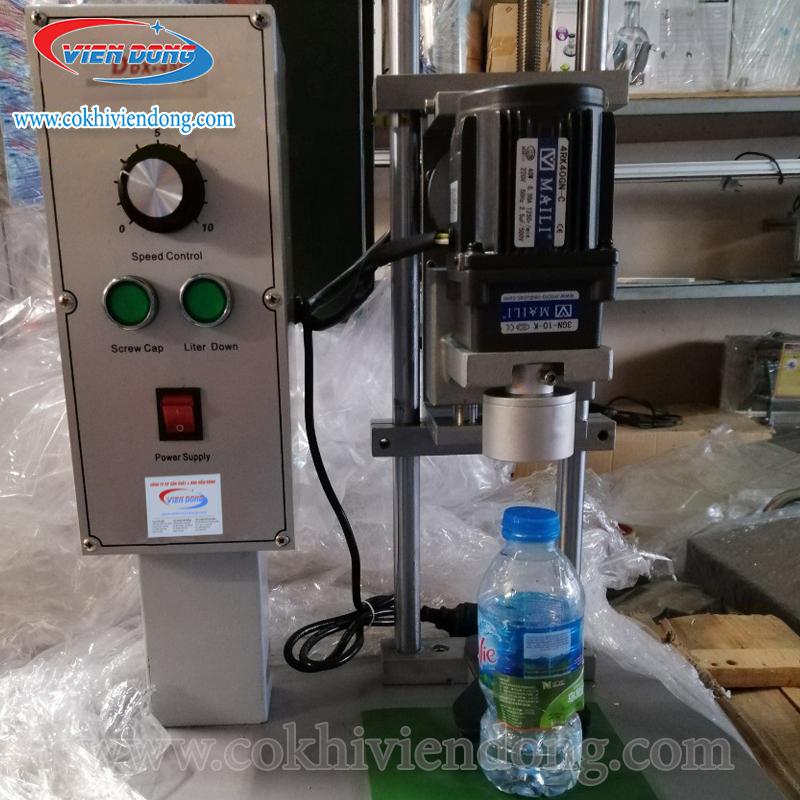 máy vặn nắp chai nước suối